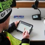 Der Lo.La wird gleich morgens im Skigebiet nach dem Check per Tablet erstellt