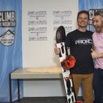 Jeremy freut sich maximal über den Hauptgewinn, ein Prior Splitboard